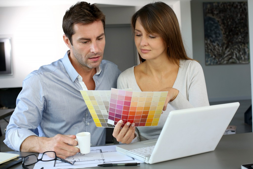 couple choosing a color for the home
