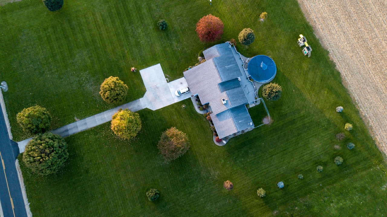 bird's eye view of a house